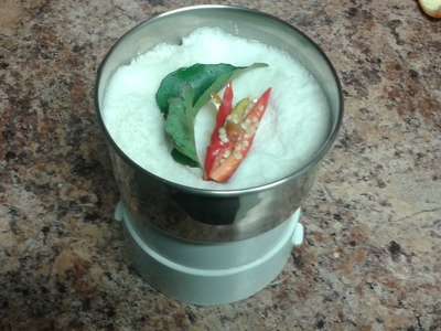 coconut, curry leaves and chilli in blender