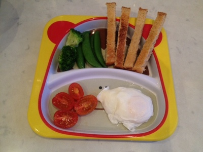 kids dinner egg, poached egg for kids dinner, poached egg recipe, poached egg how to, poached egg instructions, easy kids dinner idea