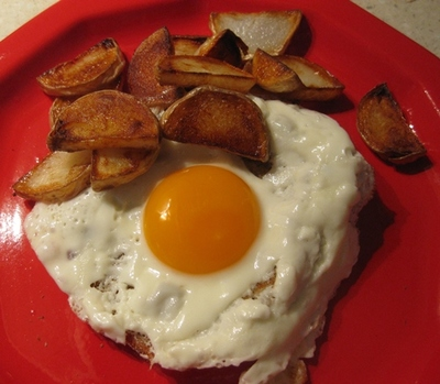 Plated,fried,potato,chips,and,egg