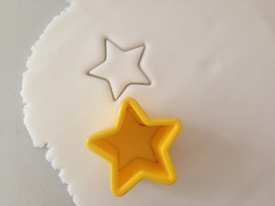 Smarty star fairy cakes, easy kids party cakes, star cakes, cakes decorated with smarties